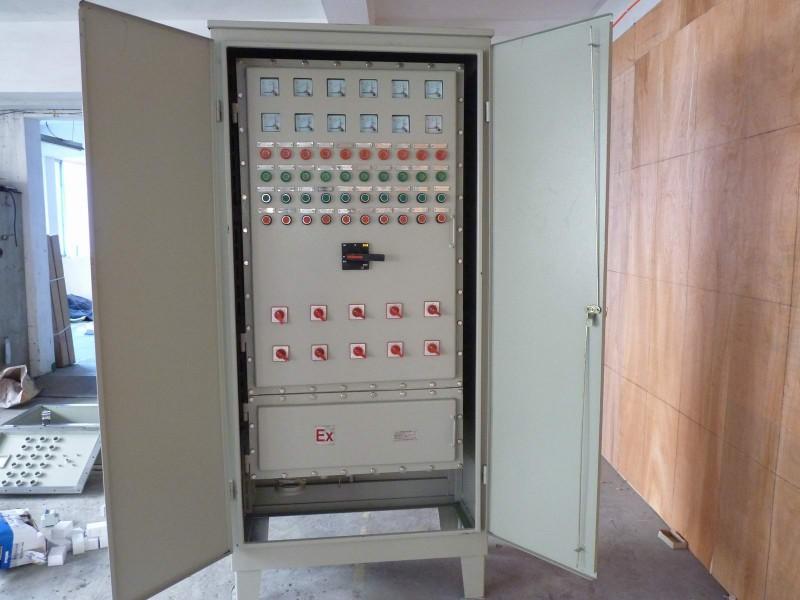 防爆断路器或动力(照明)配电箱及数个防爆接线箱组合