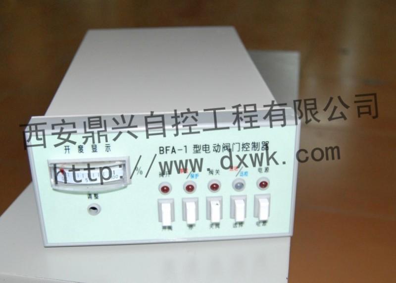 安装与调整: 8、根据所选购的型号规格按图将其安装固定,后面板上的接地端子必须可靠接地。 9、控制器和电动装置的电路图号是相同的,用电缆按相同的端子号把控制器和电动装置连接起来,如果用户不需要现场控制,12、13、14端子可不接。电动阀门控制器用于自控系统中时,12、13、14端子用于自动开、自动关对应信号的输入端子。 10、按下电源键,电源指示灯亮,现场远控开关指向远控,远控指示灯亮。 11、用手轮将阀门开启至50%开度处,按下开阀或关阀键,检查阀门的旋向与所按的按键是否一致,如不一致立即按停止键