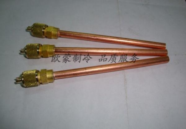单向阀主要使用在冷暖空调系统中,经常与毛细管配合使用。在制冷系统中,介质流经单向阀进入毛细管;在制热系统中,工况是逆向的,由于单向阀单向截止,它只能流入与单向阀并列的制热毛细管。所有这些接口根据客户的尺寸定做。