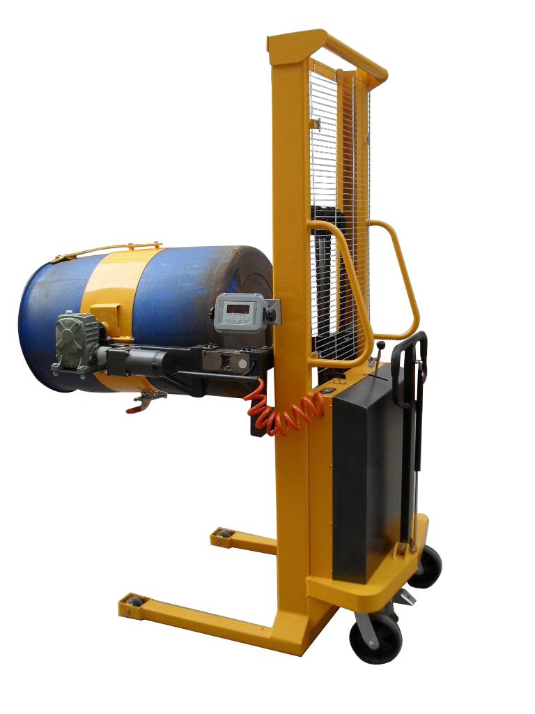 """选用优质液压泵站,动力强劲,电力持久。 特殊轧制工艺制造的""""C""""型钢门架,坚固安全。 油桶搬运车设计结构简单轻巧,操作简便省力。 高质量的油缸,起升速度快,电动360度翻转。 带电子称重式,有置零、去皮、称重功能,精确度可达到±100克。 适用于化工、食品车间、染料、涂料、胶粘剂、石油、食油等流质液体的搬运、装卸、倒料或配料使用。"""