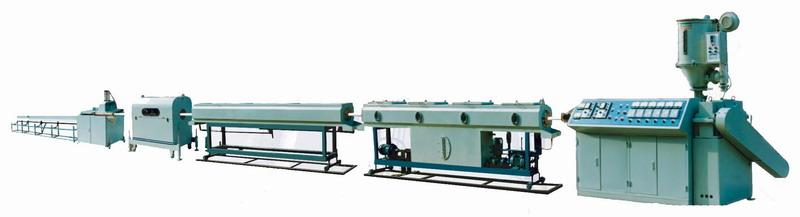 昌邑市泰和塑料机械厂地处富饶美丽的山东半岛潍坊市石埠汽车站西邻,交通十分便利。我们以市场为导向,以科技为依托,不断开发新产品,主要生产成套或配套塑料机械及模具。 联系人:刘 先生,13070715721,QQ:1144951889 主要生产: 塑料化工桶设备、塑料中空成型机、全自动吹塑机、吹瓶机、塑料水桶设备,其可用于生产:民用桶,化工桶,太阳能热水箱,公路警示标志,机油瓶,酱油瓶,农药瓶,暖壶外壳,浇花水壶,喷雾器,家禽饮水器,空调机、洗衣机排水管,路锥标志设备、扁方桶、双L环化工桶、大型圆水桶等塑