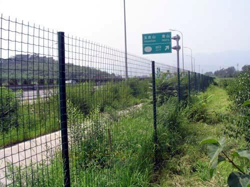供应贵阳铁丝网围栏多少钱一平米?生产厂家在哪?质量好吗?