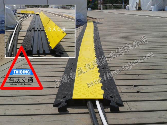 舞台临时电缆过线槽 温州橡胶压线桥租赁