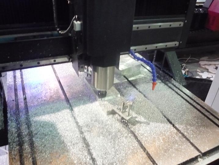 铝板雕刻机、铝板切割机