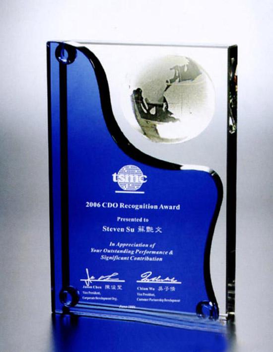 长治专业生产定做水晶奖杯销售业绩冠军奖杯蓝色盾牌奖杯