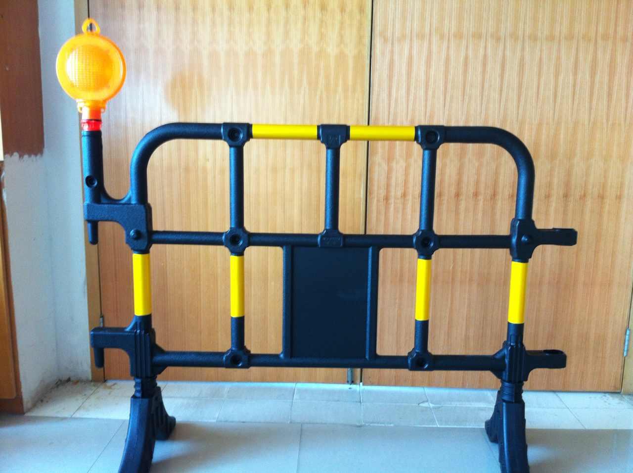 广东深圳塑料护栏厂家-黑黄护栏价格中路达