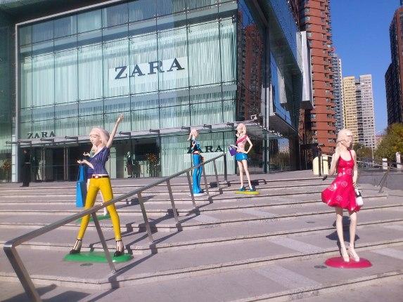 北京玻璃钢烤漆卡通雕塑制作厂家
