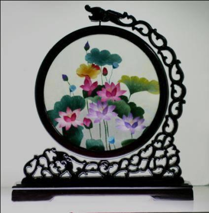 荷花仙鹤圆形图案