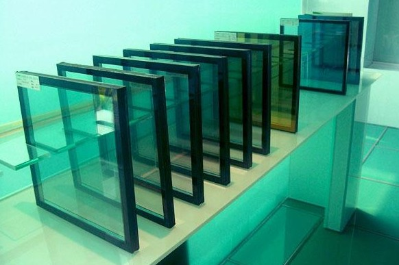 河南19毫米厚超长超厚超白钢化玻璃