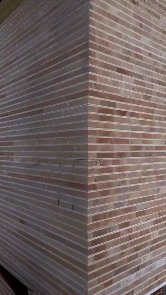 田园居板材,专注板材20年 一、主营业务:胶合板 1、5-40mm板式家具用胶合板 2、家具用,装饰用贴面板/饰面板 3、激光刀模板、门套板、沙发板 4、中高档包装板、托盘板 5、出口环保三次成型多层板 6、LVB结构胶合板,纵横交叉胶合板 二、产品规格: 1、尺寸:1220x2440,或根据客户要求定做,接受特殊尺寸。 2、厚度:3-40mm 3、胶水:E1, E2 ,MR,WBP,三聚氰胺 4、芯板:杨木,桉木/杨桉混芯 5、面皮:漂白杨木、杨木原色、花纹杨木、奥古曼、桦木、贝壳杉、冰糖果,克隆木,红
