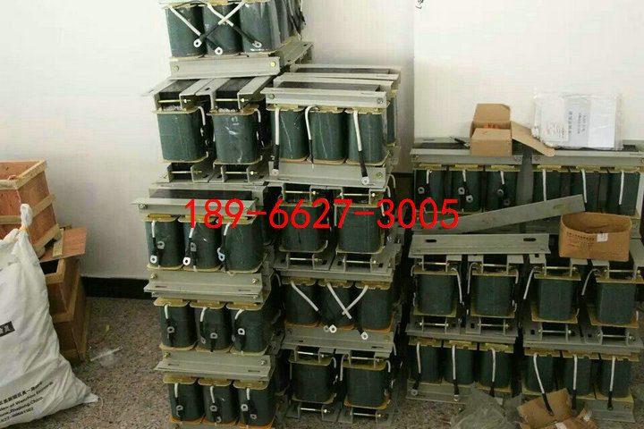 产品说明: 1. 变压器的额定工作电压为交流三相380V、50Hz,输入接线为100%端; 2.变压器是一种单圈式变压器,一、二次侧共同用一个绕组绕制,其变压比是固定的; 3.变压器为短时或断续周期工作制时,为防止自耦变压器因使用不当而过热烧坏,QZB系列变压器线圈内部增加了温度保护开关(热敏动断开关); 4 所有级别的各种工作制,自耦减压变压器的一次起动时间应不超过15秒。 5.